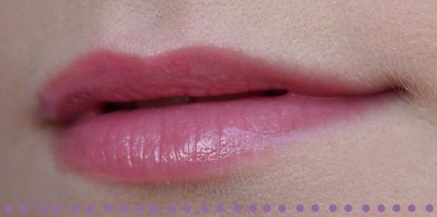 catrice-pure-shine-colour-lip-balm-tragebild