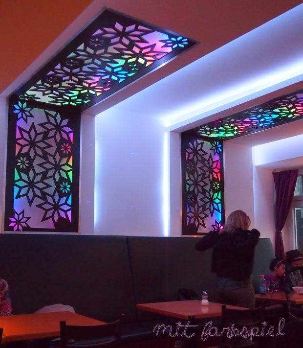yansoon-deko-farbspiel-licht-blumen