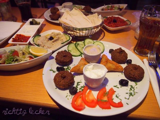 yansoon-falafel-vegetarischer-teller