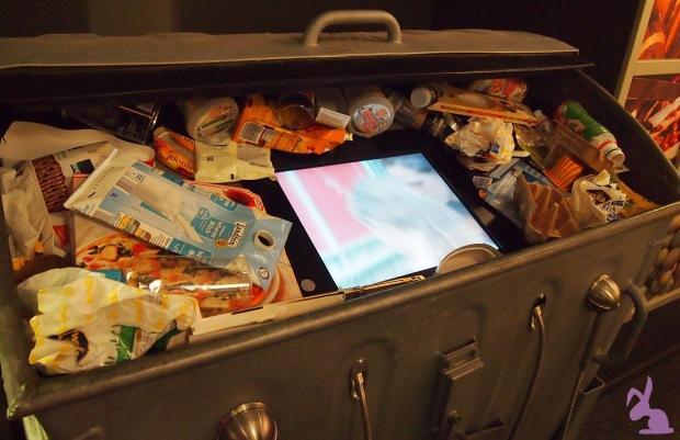 ISS-WAS-Ausstellung-Lebensmittelverschwendung-Wegwerfgesellschaft-Containern-Dumpster-Diving