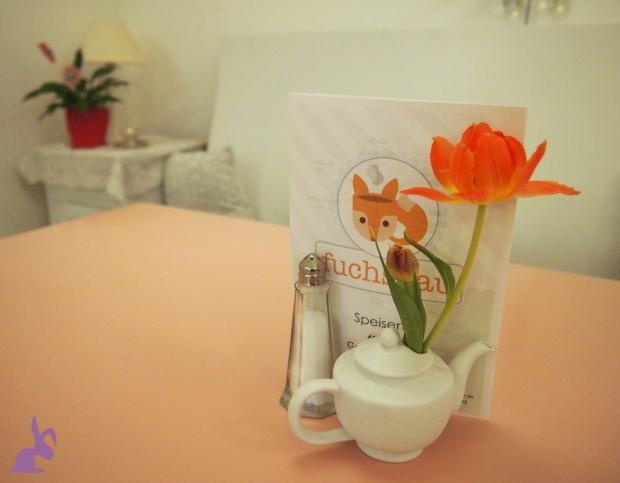 cafe-fuchsbau-pastell-deko-blumen