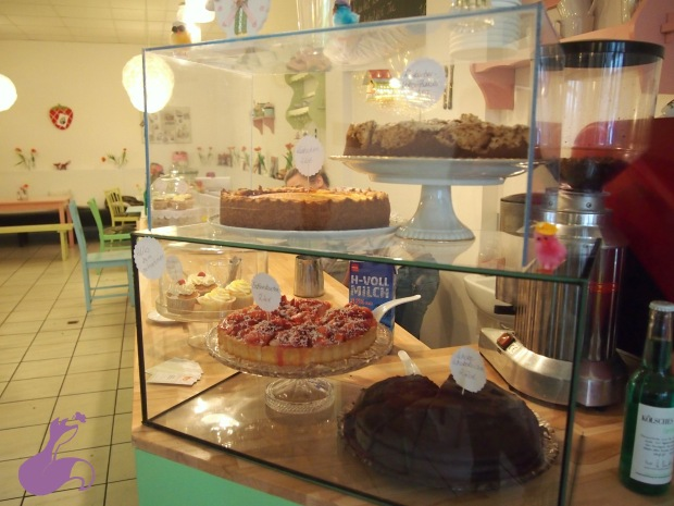 cafe-fuchsbau-theke-kuchen-cupcakes