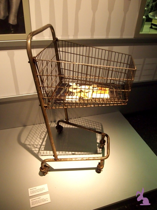 ISS-WAS-Ausstellung-der-erste-einkaufswagen