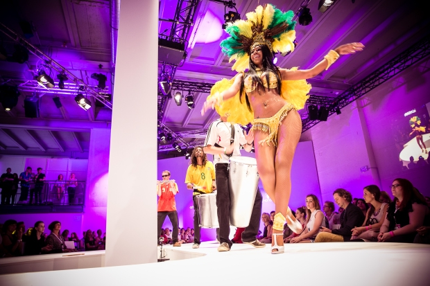 percussion, samba, pause, fashion show