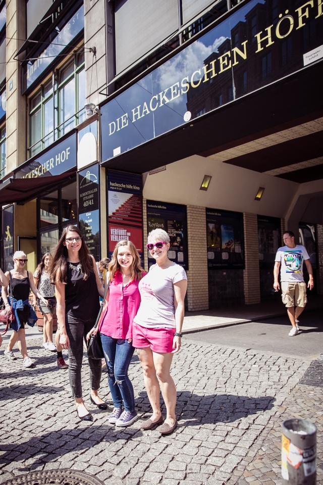 Jenny, Lila & ich beim Storecheck in den Hackeschen Höfen. Foto: Johannes Dreuw