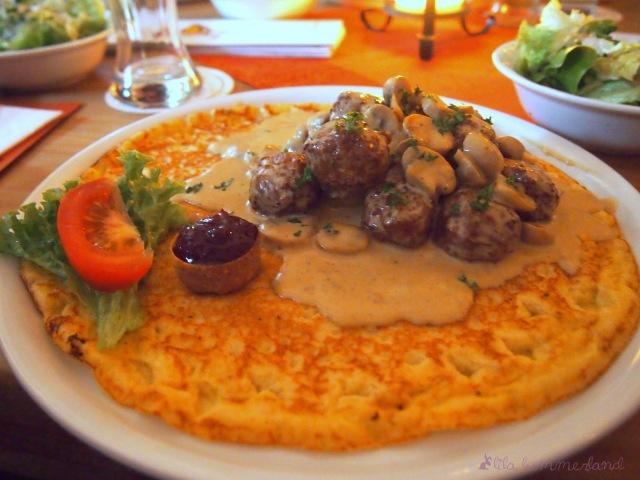 eierkuchen-alter-schwede-köttbullar-pilze-champignons-preiselbeeren