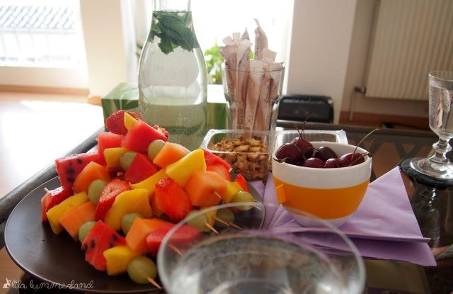 mary-kay-schminkparty-verpflegung-obstspieße-minze-ingwer-wasser-obst-knabberei-snacks-schokolade