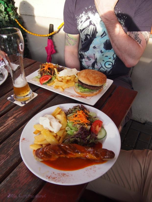 bonn rosa lu dinner dienstag currywurst burger pommes