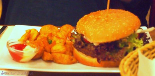 soho-burger-potato-wedges