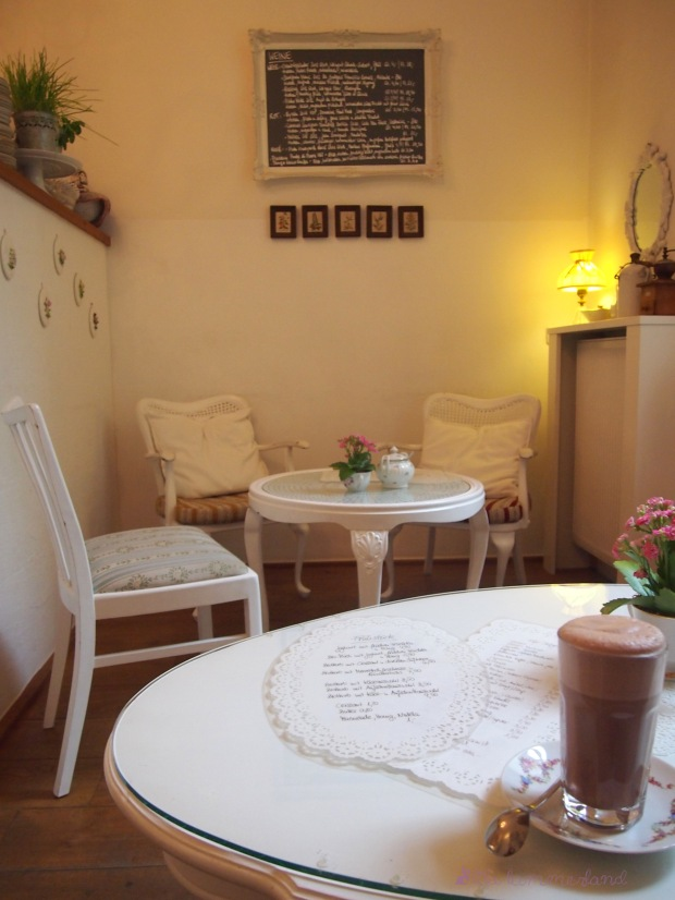 miss-päpki-köln-brüsseler-platz-cafe