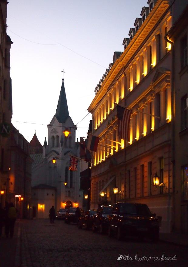 Auf dem Weg zum Schloss in der Altstadt von Riga
