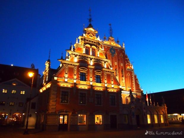 Das Schwarzhäupterhaus gegenüber von Rigas Rathaus am Ratslaukums