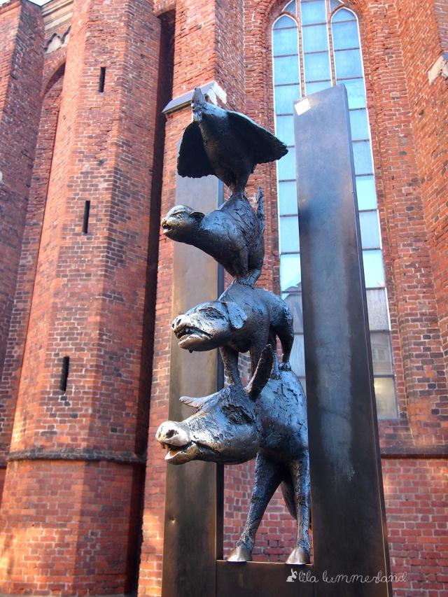 Ein Geschenk der Partnerstadt Bremen: Die Bremer Stadtmusikanten in der Altstadt von Riga
