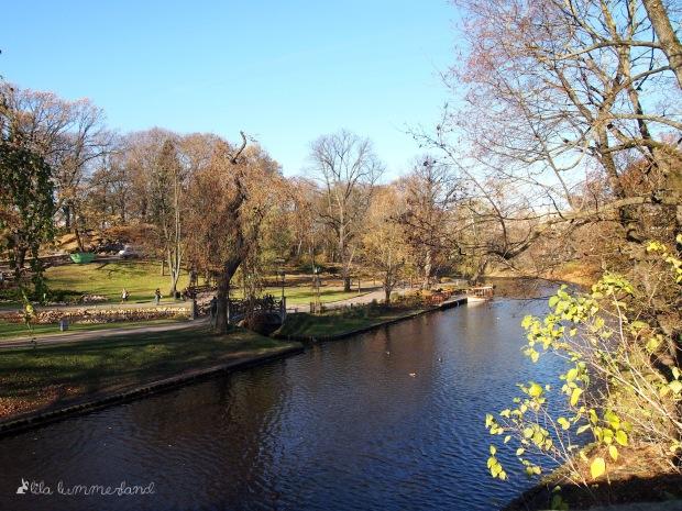 Die Grenze zur Altstadt: Auf dem Waser kann man sogar eine Bootstour rund um Rigas Old Town buchen.