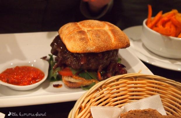 Der Barbecue-Burger im ENTE Bistronomie