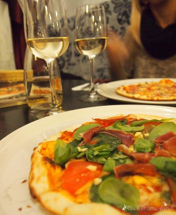 riga-charlie-pizza-wein