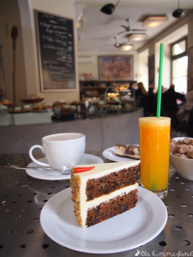 The World's best Carrot Cake im bakeshop