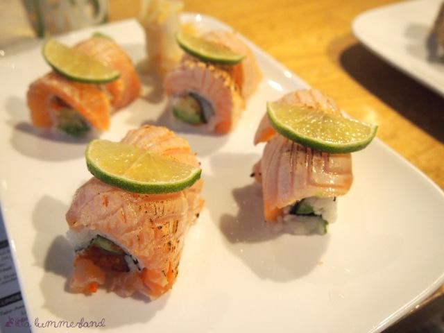 sushi-ninja-inside-out-maki-gegrillter-lachs