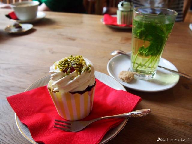black-veg-himbeer-vanille-cupcake-minztee
