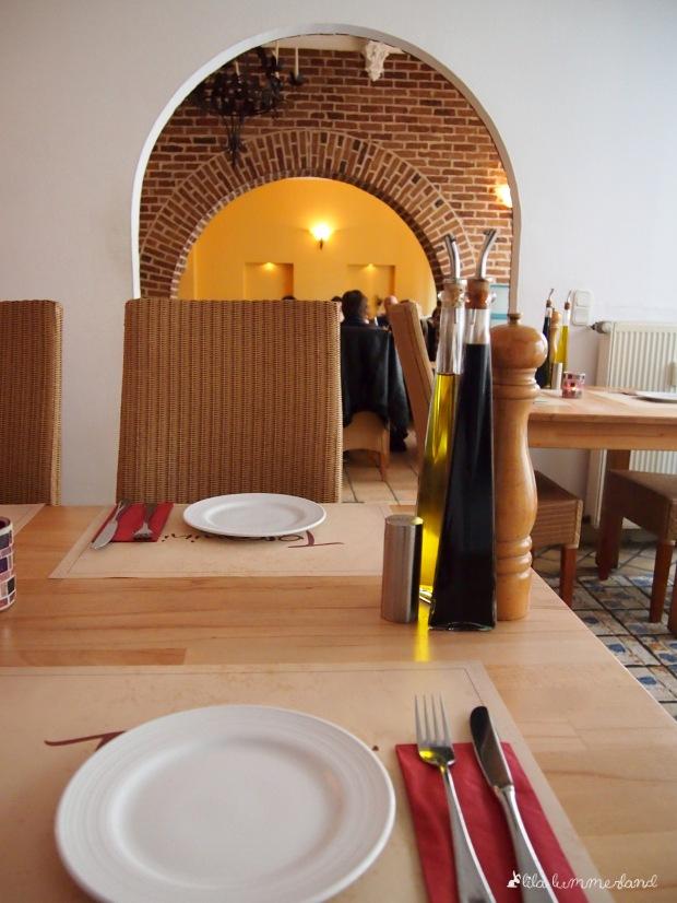 Bevor der Ansturm kommt.Ab 19 Uhr füllt sich das Toscanini und alle Tische um uns herum waren besetzt.