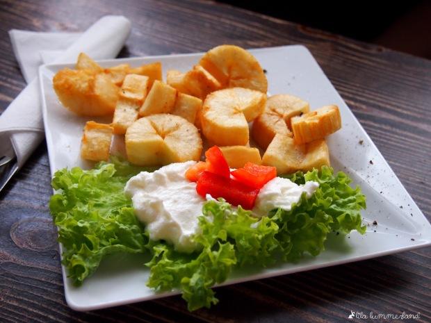 Mandioca: Frittierter Maniok mit Joghurt-Dip