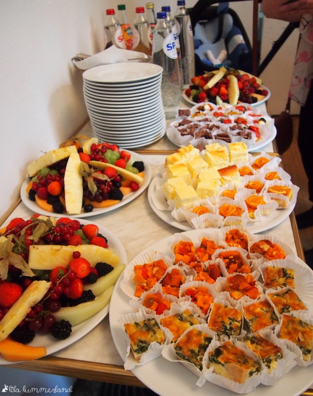 meet-me-in-cologne-essen-buffet-obst-kuchen-quiche