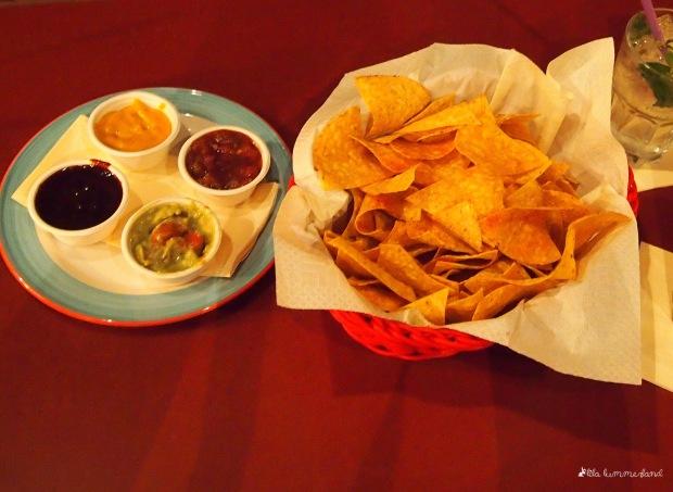 bonn-tacos-mixed-dips-and-chips-nachos