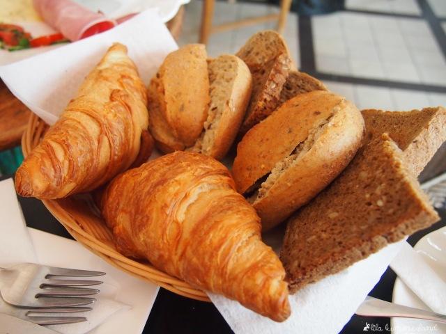 café blüte frühstück brotkorb