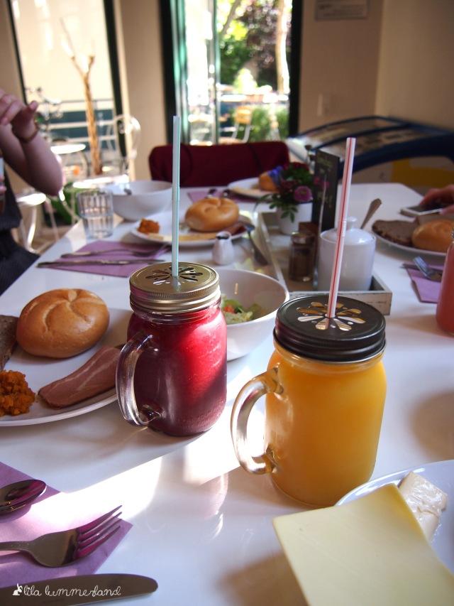 maes-cafe-bonn-fruehstueck-schorle