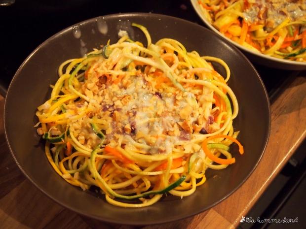 Gemüsenudeln in Gorgonzola-Walnuss-Sauce