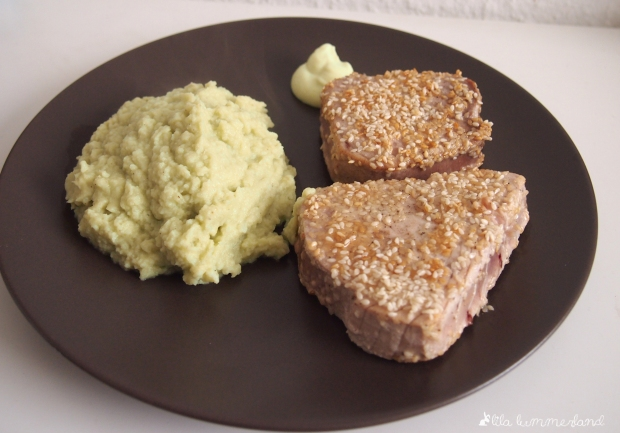 LC_thunfisch-in-sesam-an-avocadopueree