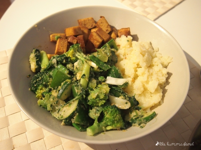 gruenes-kokos-curry-vegan-low-carb