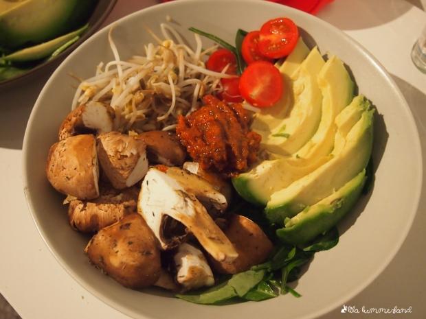 buddha-bowl-pilze-sprossen