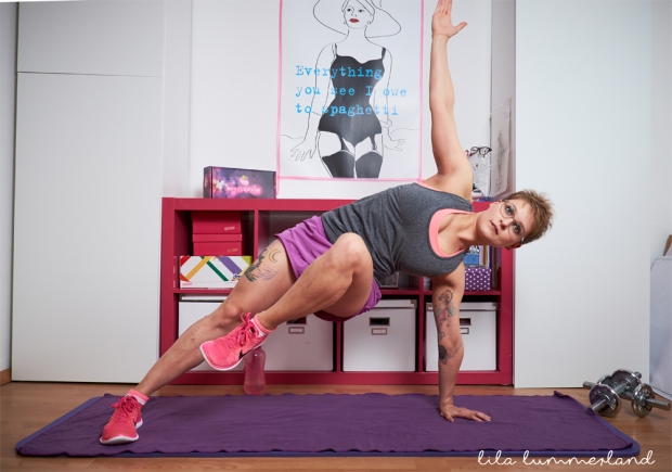 jillian-michaels-bauch-weg-in-6-wochen-side-plank-knee-ups