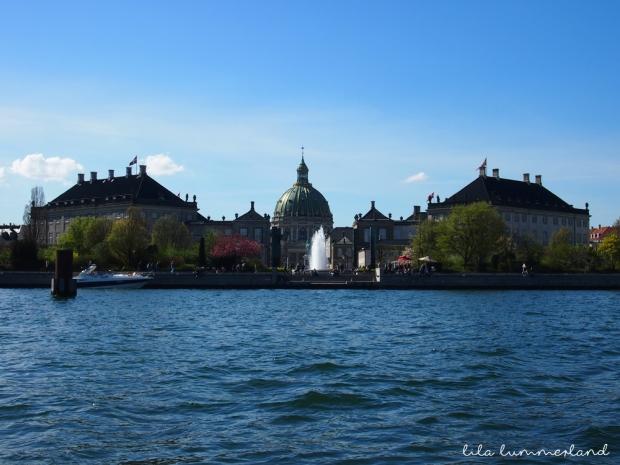 kopenhagen-amalienborg-vom-boot