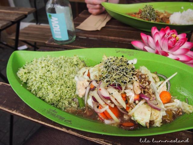 meiwok-raw-vegan-rotes-curry-blumenkohlreis-spinat
