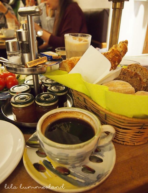 frau-holle-bonn-cafe-fruehstueck-etagere