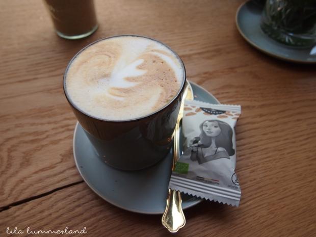 hector-&-tilda-duesseldorf-cappuccino